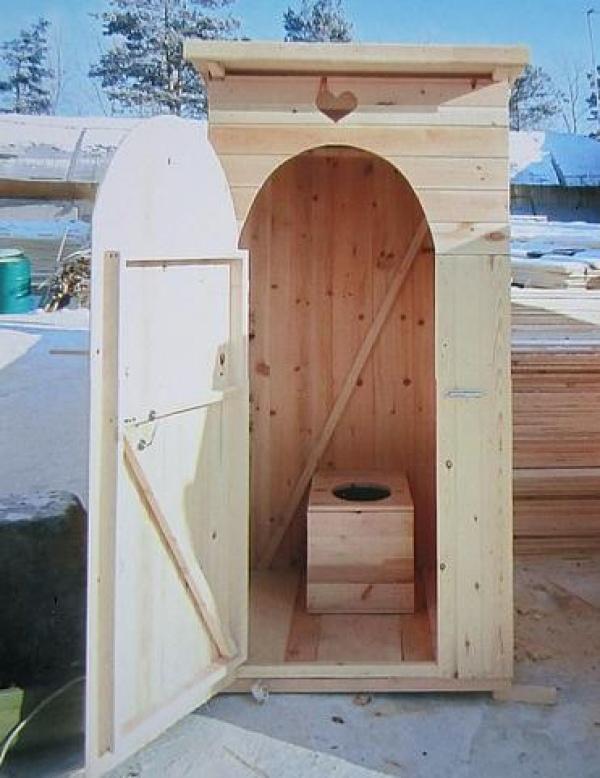 Из чего построить туалет на даче своими