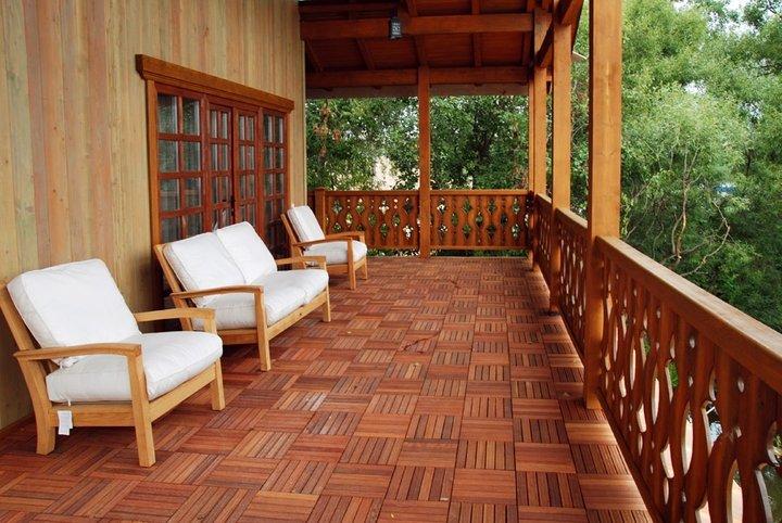 Как пристроить деревянную веранду к дому своими