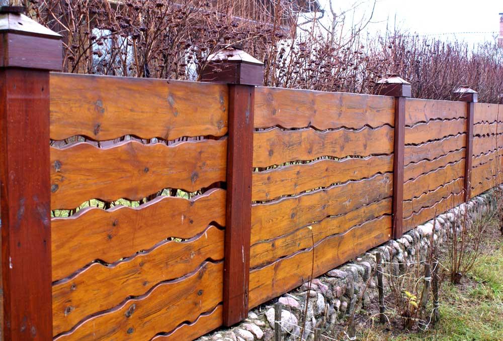 Как сделать забор из дерева