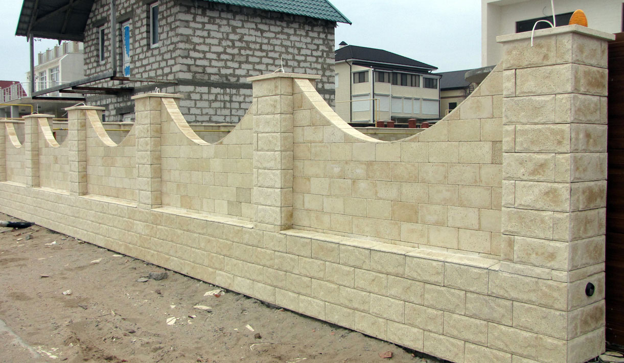 Забор из декоративного камня своими руками