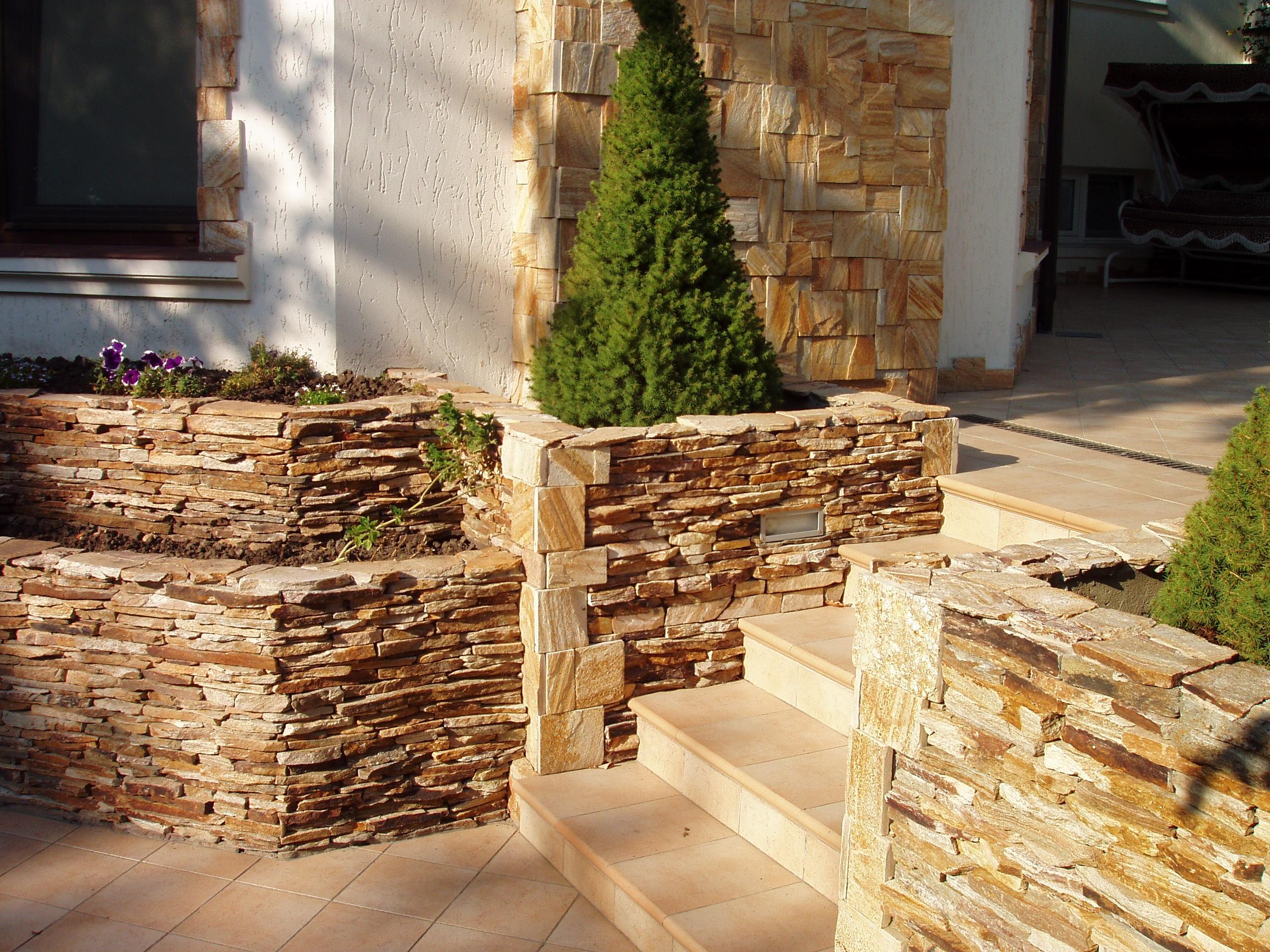 Штукатурка фасада дома под камень