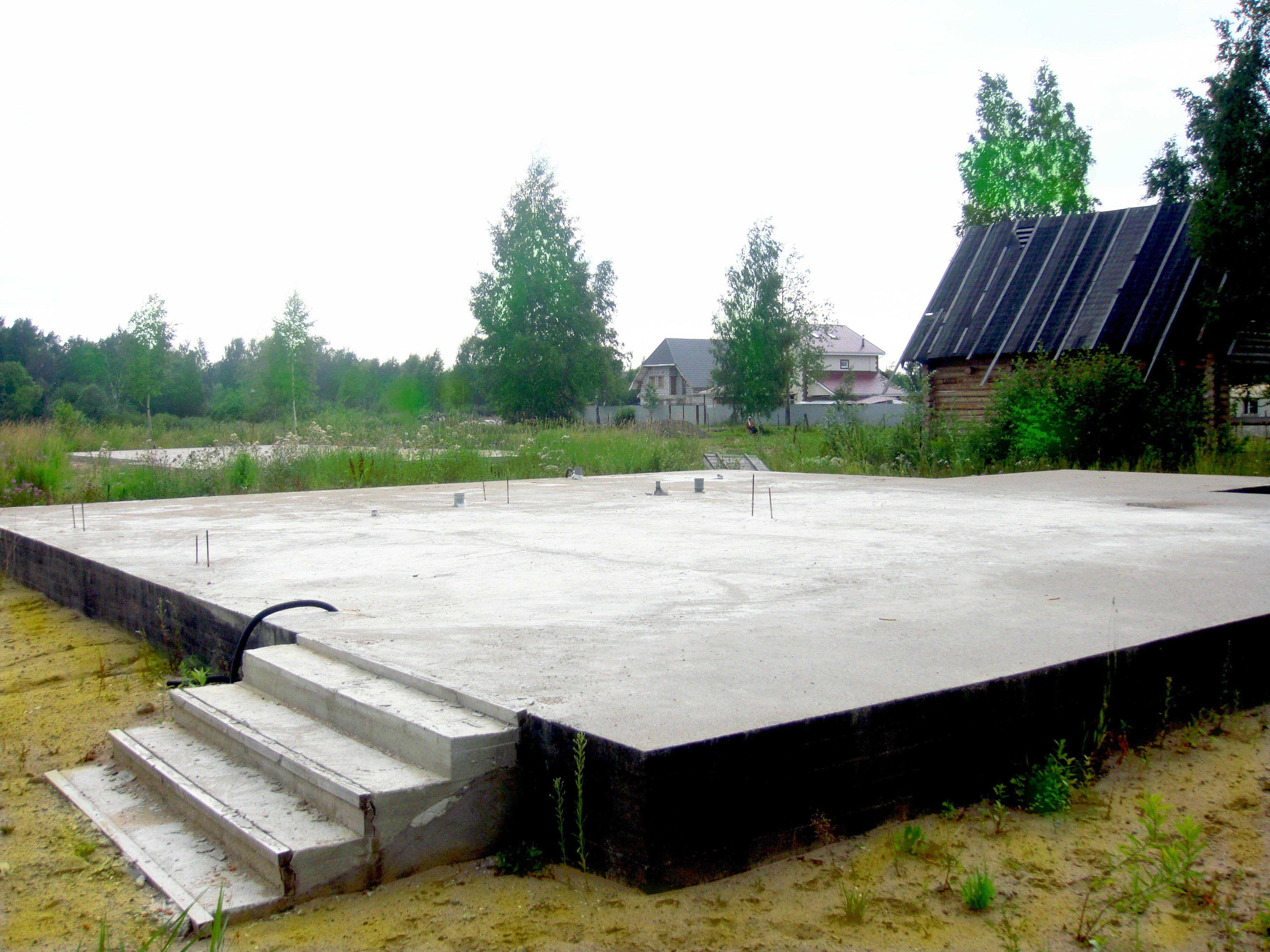 схема плитного фундамента на сваях