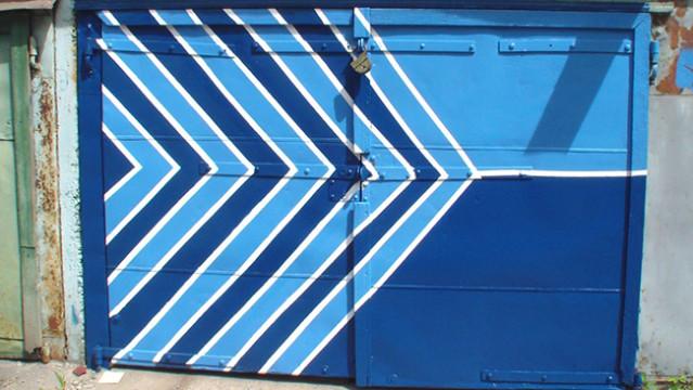 Покраска гаражных ворот своими руками 60