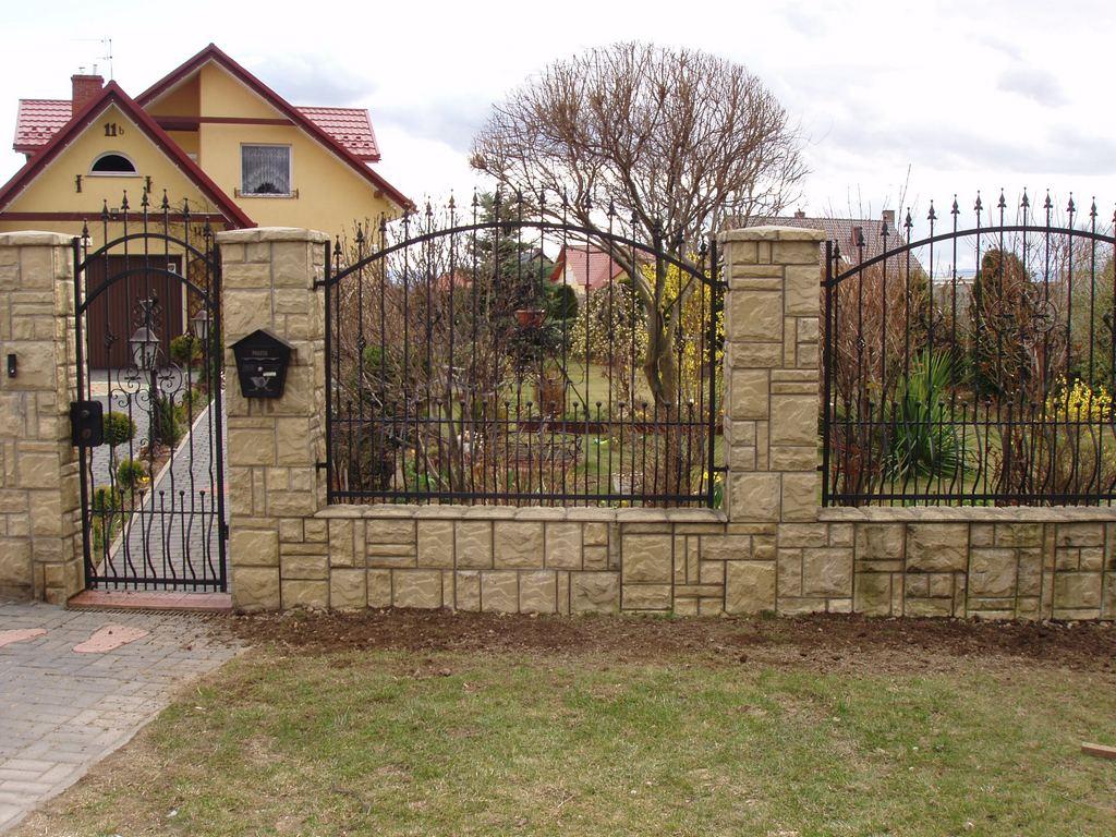 Забор в дом своими руками