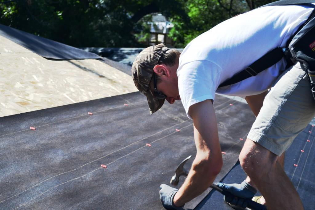 Как покрыть крышу гаража гидроизолом своими руками видео