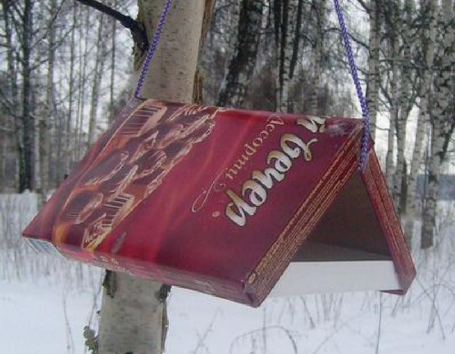 Кормушка для птиц своими руками из коробки из под конфет