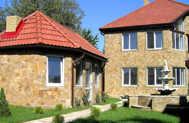 Популярные материалы для отделки фасада